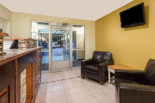 Days Inn & Suites Groton Photo