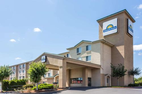 Days Inn Portland East Photo