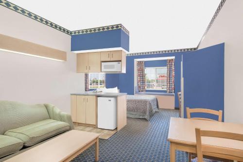 Days Inn Hutchinson Photo