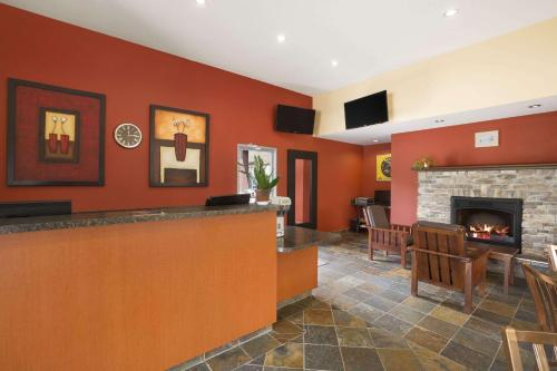 Days Inn & Suites-Revelstoke Photo