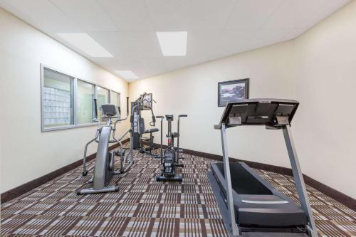 Days Inn & Suites Des Moines Airport Photo