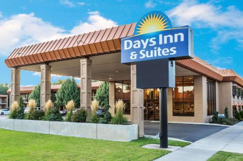 Days Inn And Suites Logan