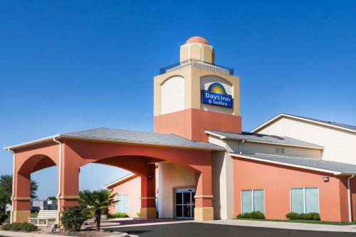 Days Inn & Suites Marquez Photo