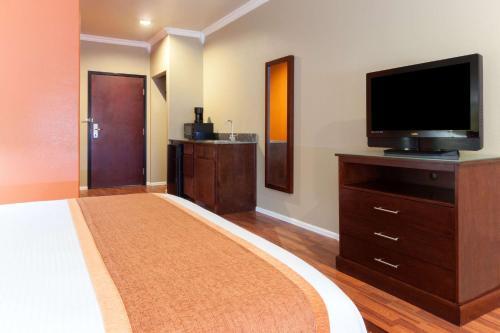 Days Inn & Suites Groesbeck Photo
