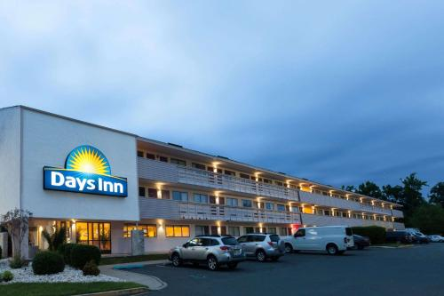 Days Inn Monmouth Junction Princeton Photo