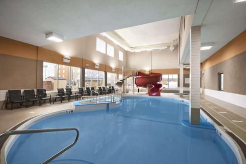 Days Inn & Suites Winnipeg Airport Photo