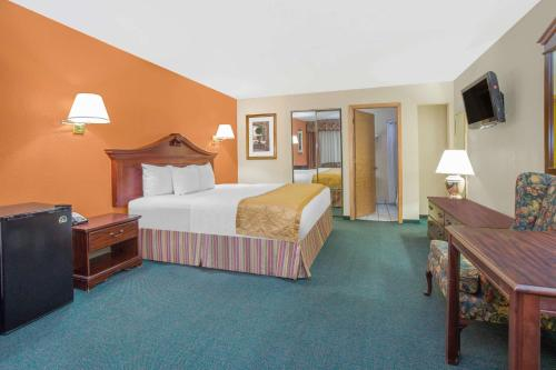 Days Inn & Suites Red Rock-Gallup Photo