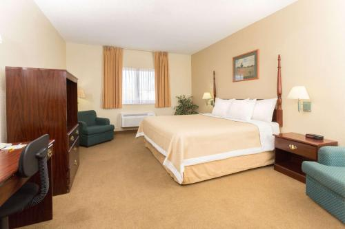 Days Inn Colorado Springs Airport Photo