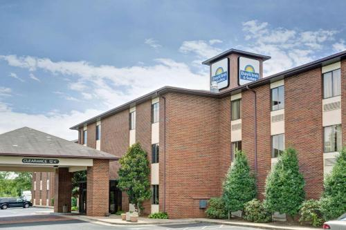 Days Inn & Suites - Hickory Photo