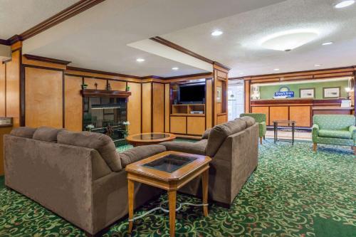 Days Inn & Suites Detroit Warren/Sterling Heights Photo