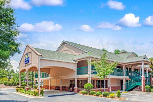 Days Inn & Suites By Wyndham Peachtree City - Peachtree City, GA 30269