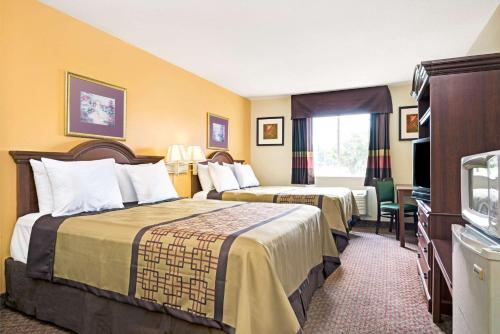 Days Inn & Suites Siler City