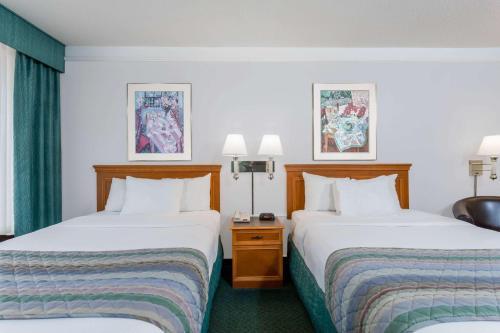 Days Inn and Suites Bristol Photo