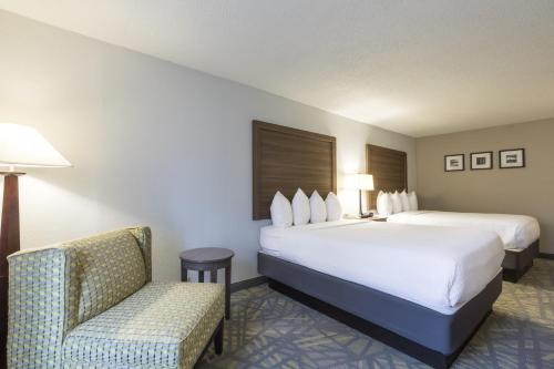 Country Inn & Suites by Radisson, Asheville Downtown Tunnel Road (Biltmore Estate), NC Photo