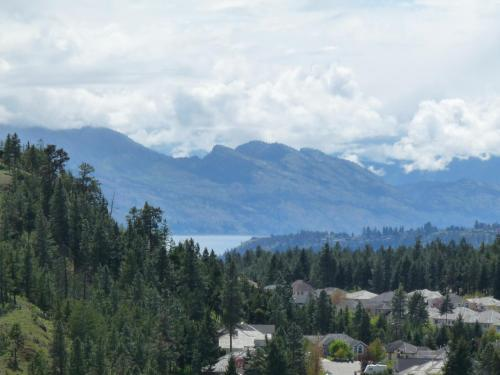 Million Dollar View With Pool - Kelowna, BC V1V 3E2
