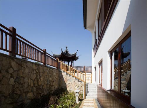 Yixing Yishengyuan Holiday Hotel