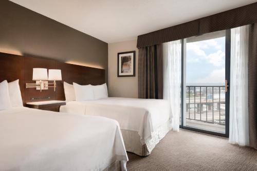 Radisson Hotel Cincinnati Riverfront Photo