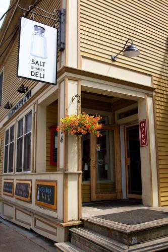 Salt Shaker Deli & Inn Photo