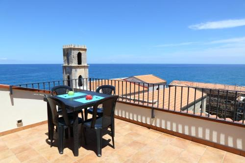 Casa terrazza vista mare, Cefalù Best Places to Stay | Stays.io