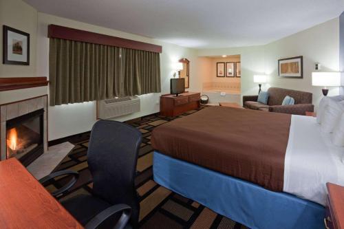 AmericInn Lodge and Suites Austin Photo