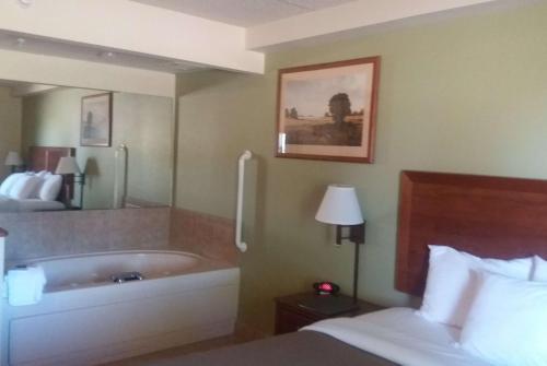 AmericInn Lodge & Suites Kewanee Photo