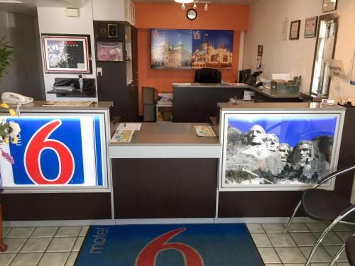 Motel 6 Mitchell Photo