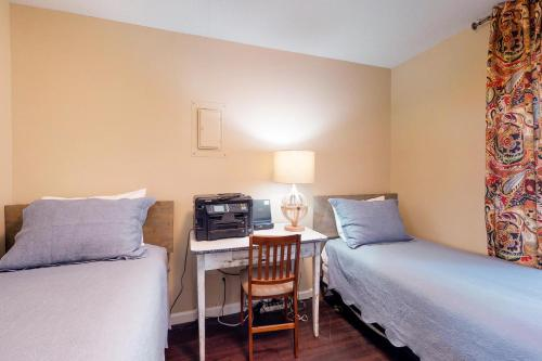 otter rock single parent personals Sunset suite unit #1 is situated in otter rock, 149 miles from lincoln city the rooms include a tv with satellite channels and dvd player you will find a coffee machine in the room.