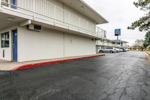 Motel 6 Janesville Photo