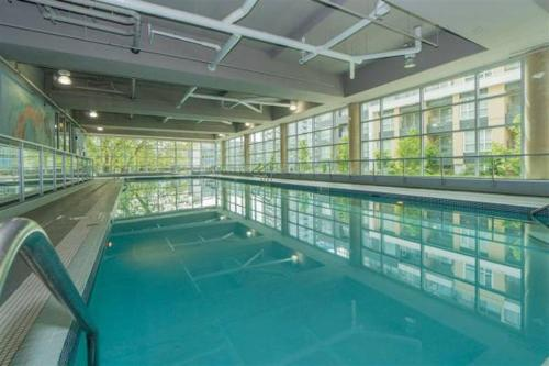 Luxe Collection - 1 Bedroom Pool And Sauna By Yvr - Richmond, BC V6X 0M3