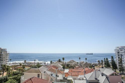 Bantry Bay Suite Hotel Photo