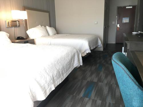 Hampton Inn & Suites Los Angeles Burbank Airport Photo