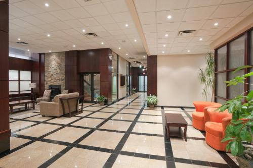 Hamilton Plaza Hotel And Conference Center - Hamilton, ON L8N 1B2