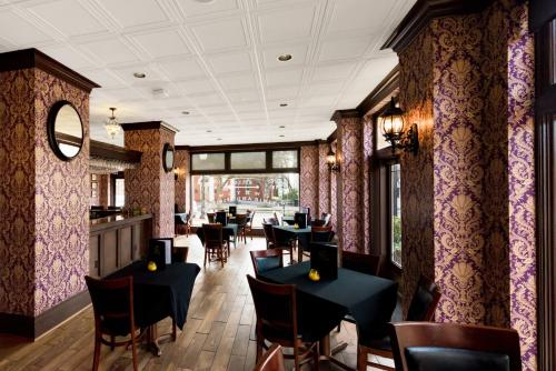 La Salle Boutique Hotel and 120 Kitchen & Spirits Photo
