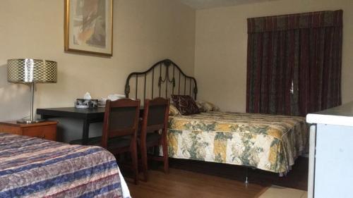Colonial Inn Motel Photo