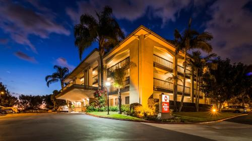 Best Western Plus Orange County Airport North Photo