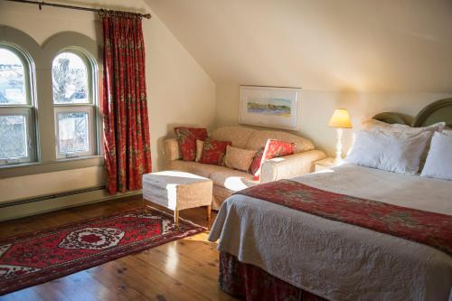 Ashlea House B&b - Lunenburg, NS B0J 2C0