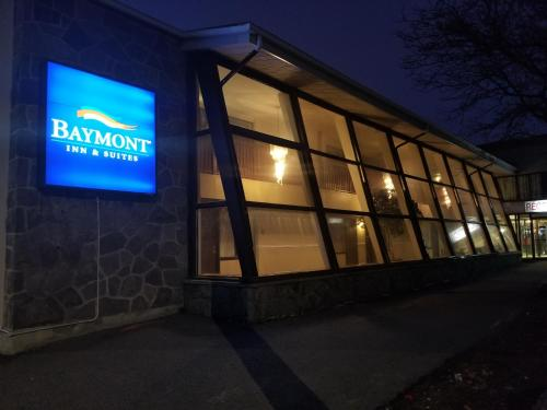 Baymont Inn and Suites Montreal Airport Photo