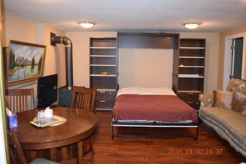 Blackwater Place Gnd Level One Bdrm Suite - Coquitlam, BC V3E 2R4