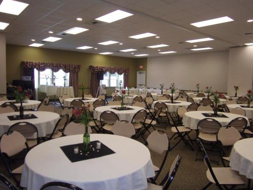 Stay Beyond Inn And Suites - Elma, WA 98541