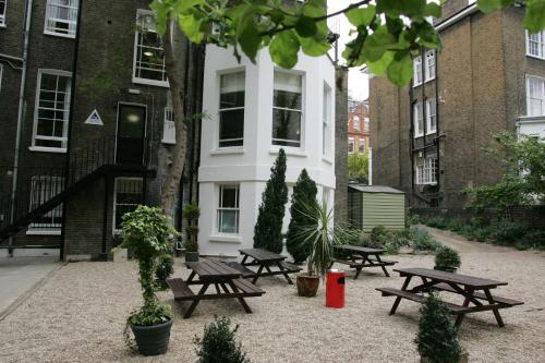 YHA London Earl's Court Photo