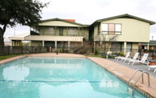Emerald Inn Expo - Abilene, TX 79601