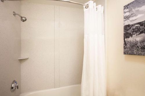 La Quinta Inns & Suites - Duluth - Duluth, GA 30096