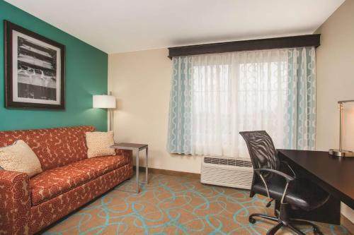 La Quinta Inn & Suites Atlanta Duluth Photo