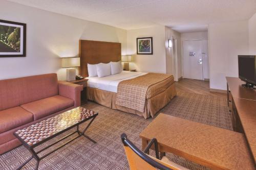 La Quinta Inn & Suites Danbury Photo