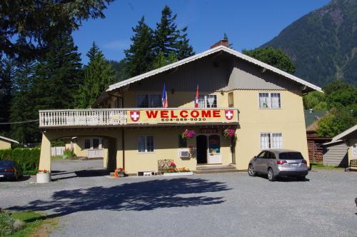 Swiss Chalets Motel - Hope, BC V0X 1L0