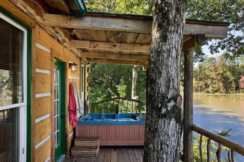 The Tree-cabin On Private 20 Acre Fishig Lake - Jackson, GA 30233