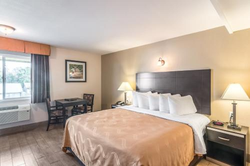 Quality Inn & Suites Bakersfield Photo