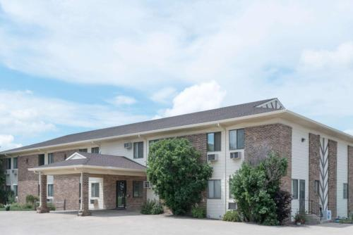Super 8 By Wyndham Milbank Sd - Milbank, SD 57252