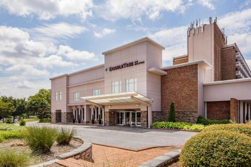 Hotels Near Cameron Village Raleigh Nc Doubletree By Hilton Hotel Brownstone University