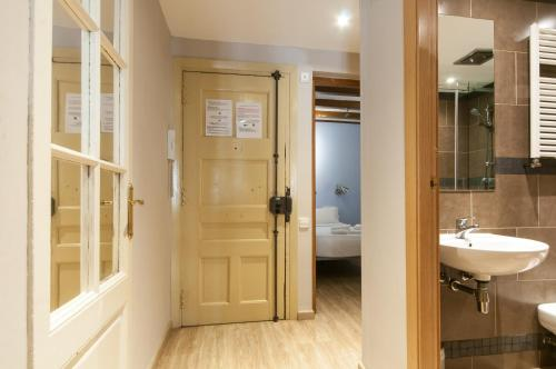 Charming Apartment in Barcelona Center photo 28